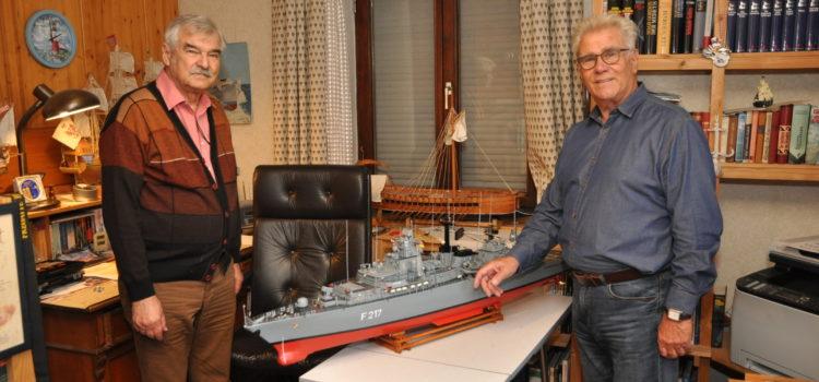 Übergabe des Fregattenmodells für den Landtag